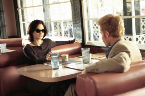 guy-pearce-and-carrie-anne-moss-in-memento