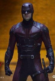 Cena do episódio Bang, com o Demolidor em seu uniforme