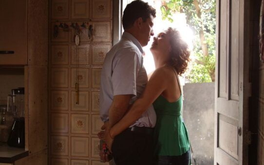 Cine_BR | O Lobo Atrás da Porta (2013)